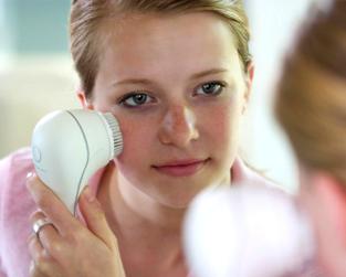 Tất tần tật về trào lưu chăm sóc da bằng máy rửa mặt đang cực thịnh hành