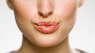 3 nguyên nhân gây ra nếp nhăn trên và xung quanh môi