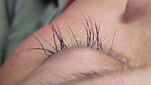 Top 7 nguyên nhân khiến lông mi dễ gãy rụng bạn nên biết