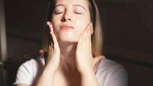 """""""Double Cleansing"""" - bí quyết làm sạch cho da khỏe đẹp của phụ nữ Nhật"""