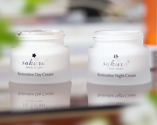 Review bộ sản phẩm dưỡng trắng phục hồi chống lão hoá da Sakura Restorative