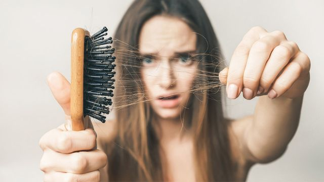 Làm thế nào để phụ nữ có thể cải thiện tình trạng rụng tóc?