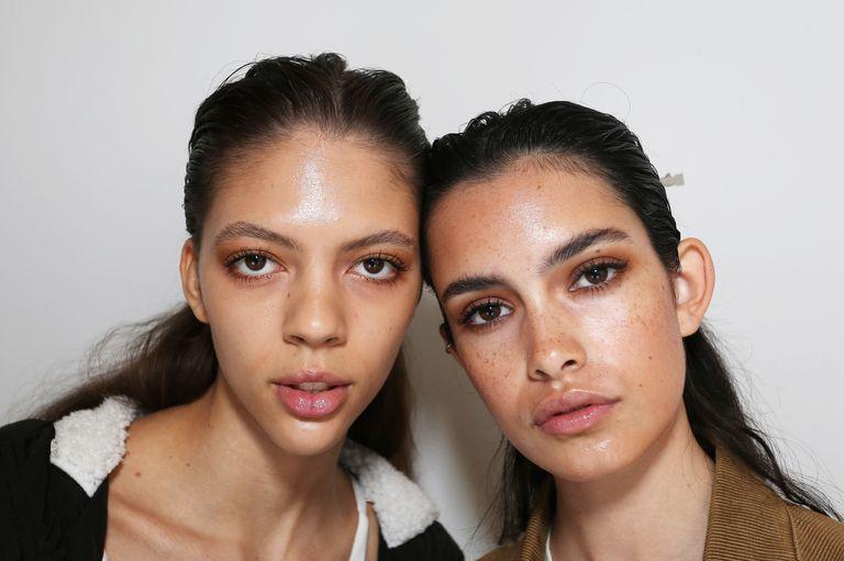 Làm thế nào để chăm sóc làn da dầu nhờn bóng nhẫy?