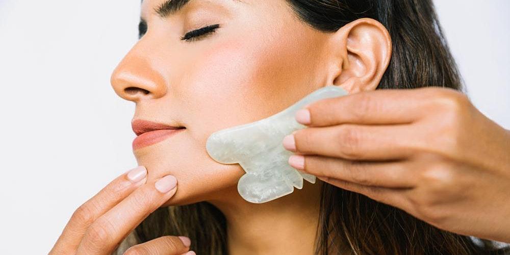 Tại sao massage Gua sha được tin rằng có thể giúp chống lão hoá?