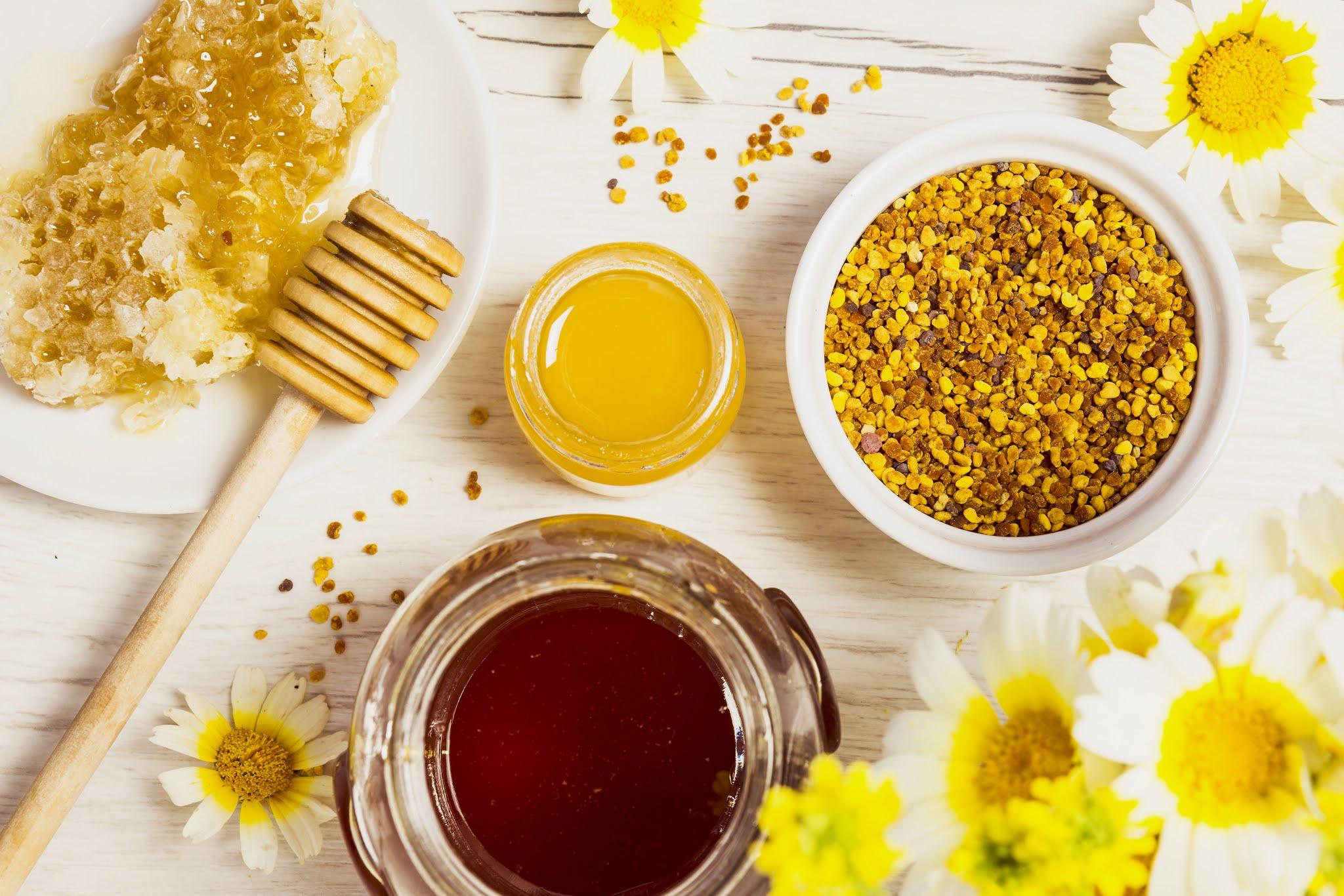 Da trẻ khoẻ: hãy tập trung vào sản phẩm chứa jelly (sữa ong) và propolis (keo ong)